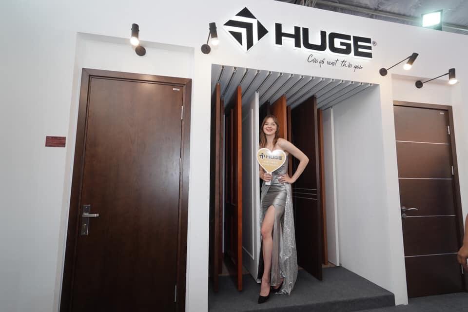 cua-go-thong-phong-huge