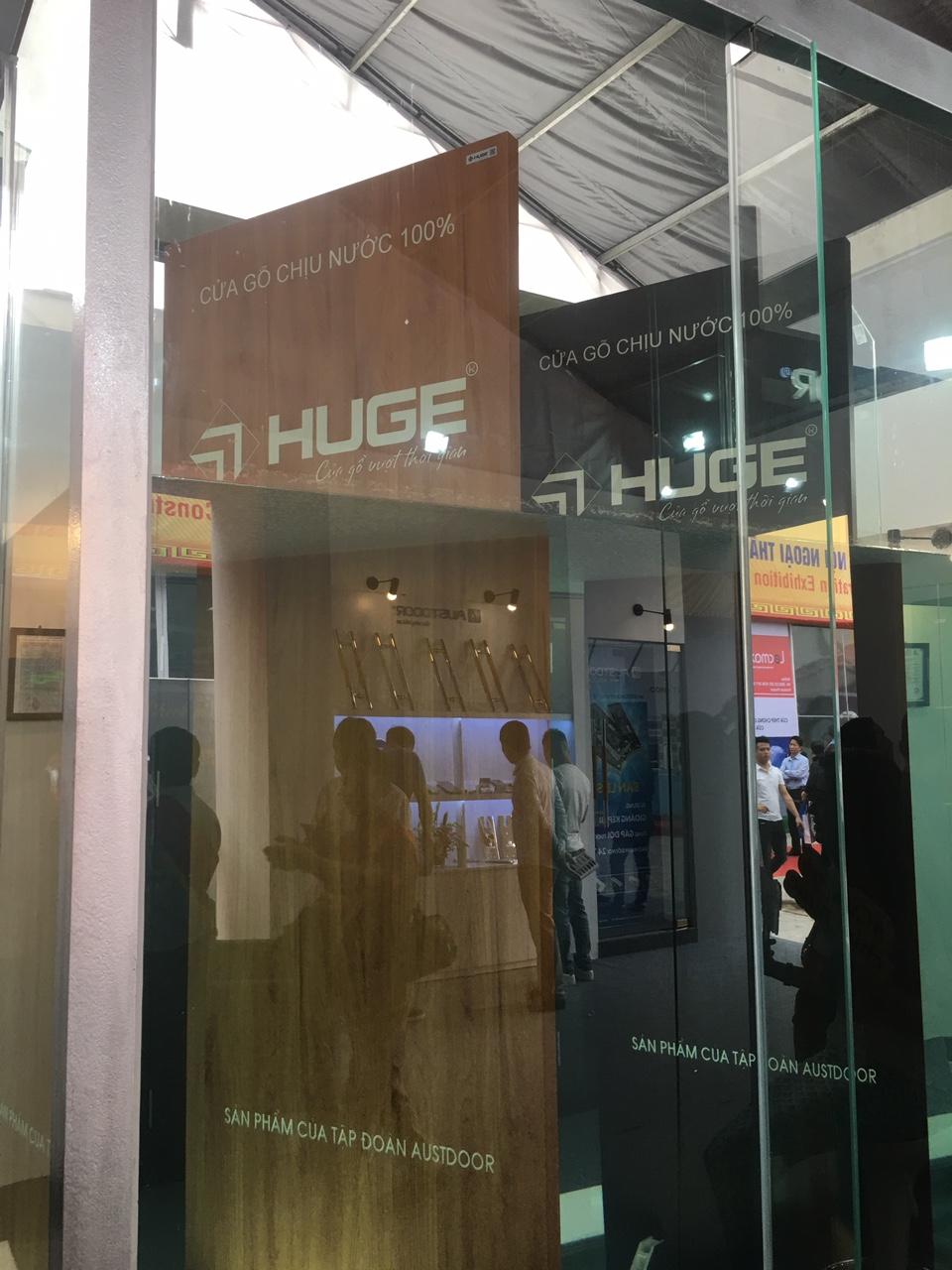 cua-go-nhua-composite